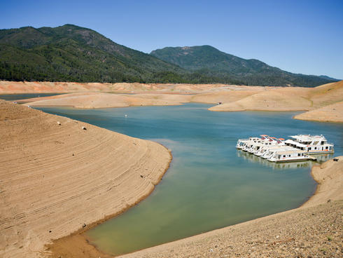 Dried up lake caused by the ongoing drought in California
