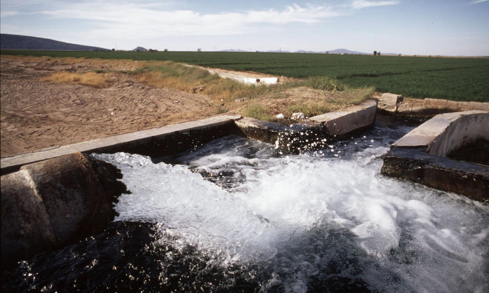 Water from underground aquifers Used to irrigate great prairies of wheat and other commercial crops Gulf of California, Mexico