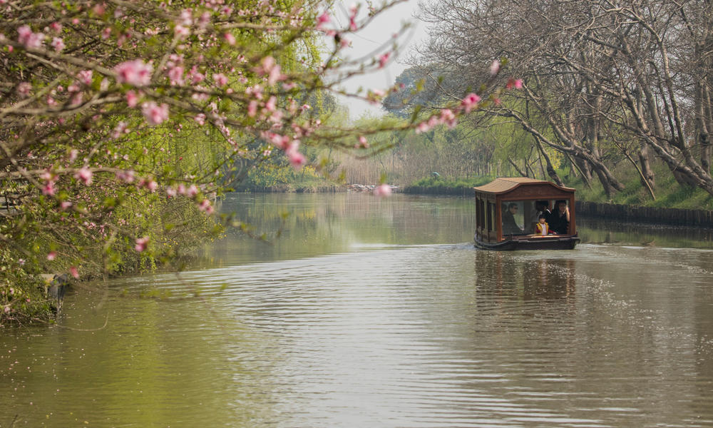 A visitor cruise boat on the water of Tongli Wetland Park.