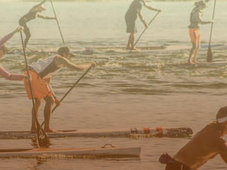 Stand up paddlers racing