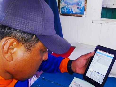 Fisherman uses e-logbooks in Ecuador Orlin Quinde