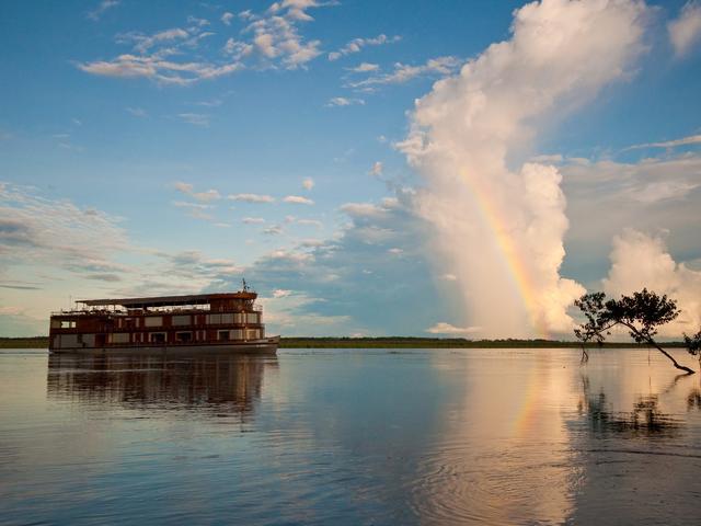 WWF Amazon River Cruise Delfin Exterior