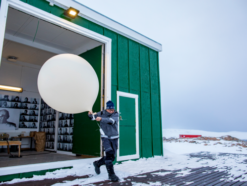 Mikkel Bronlund prepares the weather balloon at Ittoqqortoormiit weather station.