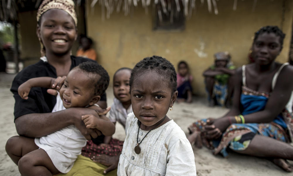 Women with children, Mozambique