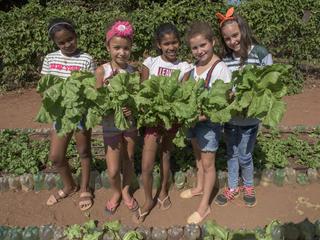 Students in school garden in Pantanal