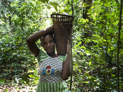 Prisca BOUGOE, from the village of Yandoumbé, and member of the Ndima-Kali Association, an organization comprised of local BaAka people living around the Dzanga-Sangha Special Reserve, Central African Republic