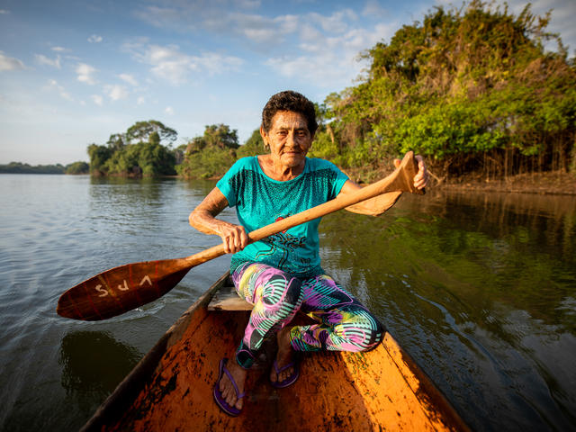 Veldiz Pereira da Silva paddling on the Coco River in Cantão State Park, Brazil