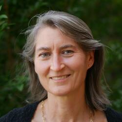 headshot of Fran Raymond Price