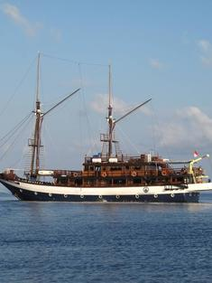 Sea_Safari_8_ship