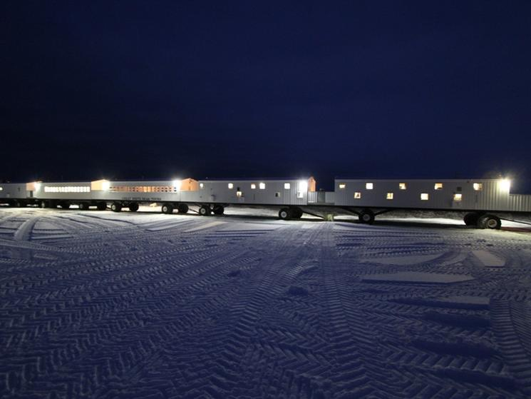 Tundra_lodge_at_night_(c)_alek_komarnitsky