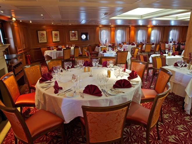 caledonian sky travel restaurant