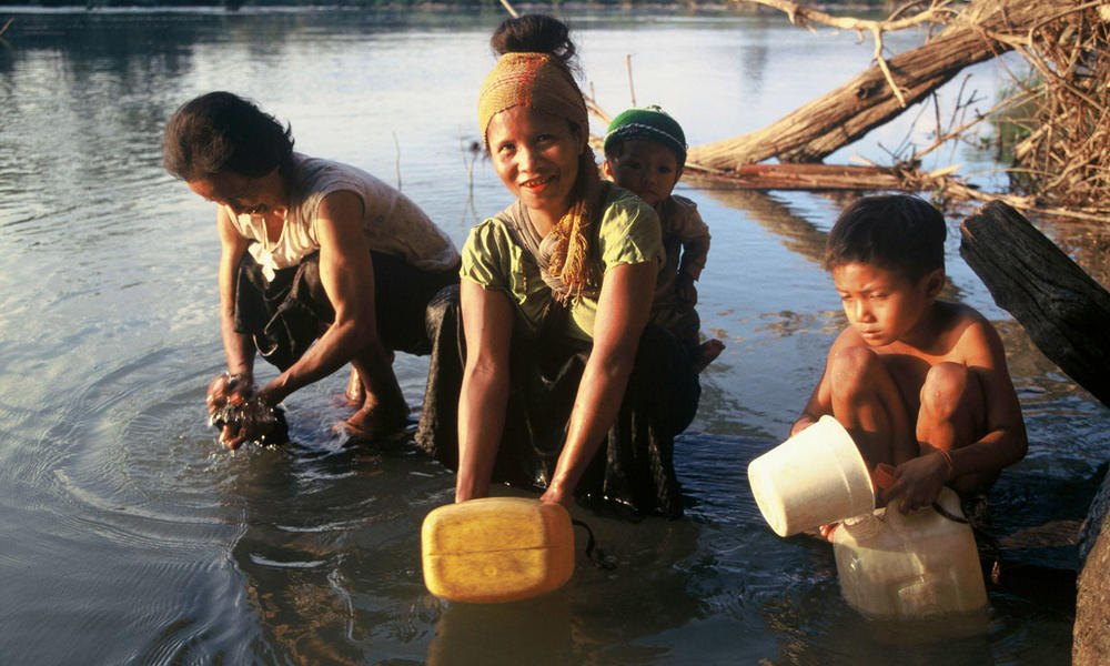 women gathering water