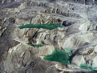 pools of water in asia high mountains